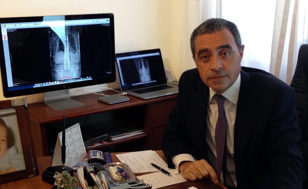 Entrevistamos al Dr. Javier Areta: «La cirugía actual de algunas patologías de espalda del anciano, era impensable hace unos años»